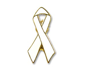 Pin: White Ribbon mit Goldrand, 19 mm